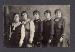 REAL PHOTO CABINET - VRAIS PHOTO POSTCARD - AROUND 1910 - 1920 - PROBABLEMENT LES 5 SOEURS - Photographie