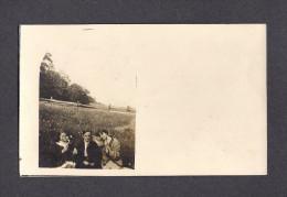 REAL PHOTO CABINET - VRAIS PHOTO POSTCARD - AROUND 1910 -1920 - PHOTO DE FAMILLE À LA CAMPAGNE - Photographie