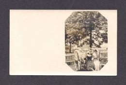 REAL PHOTO CABINET - VRAIS PHOTO POSTCARD - AROUND 1910 -1920 - PHOTO DE 2 JOLIES DEMOISELLES À LA CAMPAGNE - Photographie