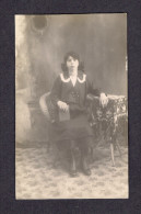 REAL PHOTO CABINET - VRAIS PHOTO POSTCARD - AROUND 1910 -1920 - À MELLE BERNADETTE BERGER D'UNE AMIE HERMIMIE CARON - Photographie