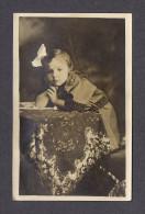 REAL PHOTO CABINET - VRAIS PHOTO POSTCARD - AROUND 1910 -1920 - LAURETTE 4 ANS  À MON AMI REVÉREND A GOSSELIN PRÈTRE - Photographie