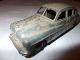 4268) DINKY TOY - FORD VEDETTE - 1 PNEU A PLAT !! - Voitures, Camions, Bus