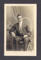 REAL PHOTO CABINET - VRAIS PHOTO POSTCARD - AROUND 1910 -1920 - ADRESSER À DELVIDA CARON DE SON PROBABLEMENT COUSIN - Photographie