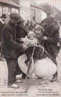 Alost - Aalst   Une famille belge sortant d'Alost sous le bombardement; Belgian Family leaving Alost under German bombar