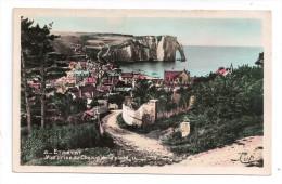 CP , 76 , ETRETAT , Vue Prise Du Chemin De La Plage , Vierge - Etretat