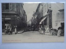 C P A ANIMEE LE CENTRE DE LA VILLE AVEC SES VIEUX METIERS EN 1913 A BOURG - Autres