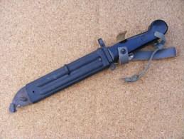 Baionnette - HONGRIE AK 47 - - Armes Blanches