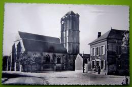 Cpsm MESNIL EN THELLE 60 Place De L' Eglise - Sonstige Gemeinden