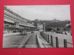 Le Front De Mer Et Le Château Dover Royaume-Uni Kent Voitures Automobiles - Dover