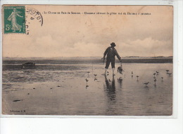 La Chasse En Baie De Somme - Chasseur Relevant Le Gibier Tué Du Hutteau à Cerceaux - état - Francia