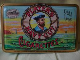Antigua Caja De Lata De Cigarrillos PLAYER'S NAVY CUT CIGARETTES. - Cajas Para Tabaco (vacios)