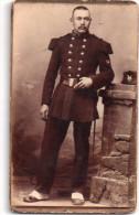 Photo Originale, Militaire En Tenue Du 91ème?, Guêtres,  Veste Croisée, Képi Noir Avec Insigne  (31.27) - Guerre, Militaire