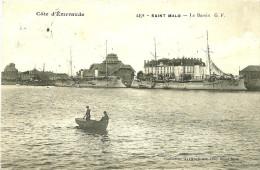 Saint Malo. Les Vaisseaux De Guerre Dans Le Bassin. - Saint Malo