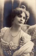DOLLEY - CARTE ´VRAIE PHOTO´ - CLICHÉ : REUTLINGER / PARIS - ANNÉE ~ 1900 (p-576) - Artistes