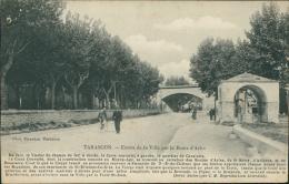 13 TARASCON / Entrée De La Ville Par La Route D'Arles / - Tarascon