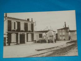 17) Il De Ré - Ars-en-ré - N° 3462 - Place De La Gare ( Café Du Commerce  - Café De La Gare )  - Année - EDIT - Bergevin - Ile De Ré