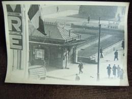 Grande Photo Sur Le Havre , Place Gambetta  , Kiosque Des Tramway , Pris Des Nouvelles  Galeries - Le Havre