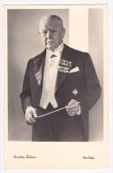 Le Maitre-Compositeur Franz Lehar En Tenue De Chef D'orchestre Baguette En Mains - Pas Circulé - Musique Et Musiciens
