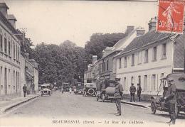 22957 BEAUMESNIL ( 27 France)  - La Rue Du Château - Vieille Voiture Chauffeur -sans Ed - Voitures De Tourisme