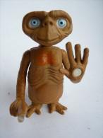 FIGURINE E.T. GOEFFREY INC 2001 - doigt lumineux, main magn�tique, cou t�lescopique, �met des sons ? La pile est morte