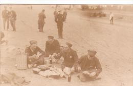 22965 GUERRE 1914 -Ohrdruf - Prisonnier Guerre Militaire Peltier - Kriegsgefangenen -repas- Ph; E Meiner - Guerre 1914-18