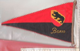 BN004 - BANDIERINA SOUVENIR IN TELA Anni '50 - SVIZZERA - BERNA - RICAMO STEMMA - Pubblicitari