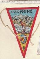 BN005 - BANDIERINA SOUVENIR IN TELA Anni '50 - FRANCIA - DAUPHINE - COL DU MONTGENEVRE - MONGINEVRO - Pubblicitari