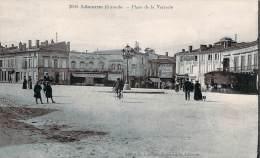33 - Libourne - Place De La Verrerie (pharmacie, Café Du Nord) - Libourne
