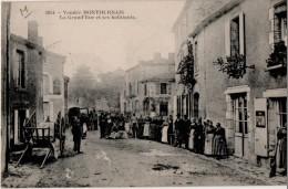 Montournais La Grande Rue Et Ses Habitants - France