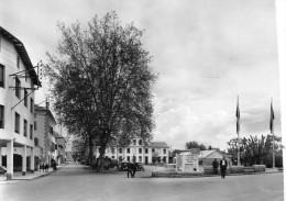 CPSM  -   BOURG - MADAME  (66)    La   Place De La Mairie Et Le Cours Complémentaire  (  Camping )  Coté Droit Découpé.. - France
