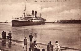TUNIS   Scénes Et Types PAQUEBOT  Arrivée Du Courrier De France    Trés Annimée     CPA  N°138 état Impeccable - Tunisie