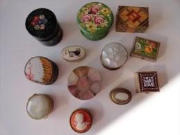 LOT DE 12 ANCIENNES BOITES A BIJOUX / PILULES - Jewels & Clocks