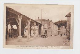 17 - DAMPIERRE Sur BOUTONNE - La Rue Principale - 1949 - N°4386 - ANIMATION VOITURE ANCIENNE HALLES MATÉRIEL AGRICOLE - Dampierre-sur-Boutonne