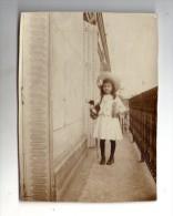 Cp , 11.3 X 8.3 Cm ,  ENFANT , Marguerite Sur Le Balcon , Rue Francisque Sarcay , 1906 Ou 1907 , Paris ? , 2 Scans - Gruppen Von Kindern Und Familien