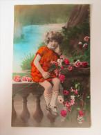 AK / Bildpostkarte Kind / Kleines Mädchen Mit Blumen / Made In France - Portraits