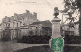 Luçon : L'entrée Du Jardin Dumaine Et Le Buste Du Donateur - Lucon
