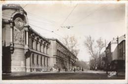 France- Carte Postale(photo), Neuf- Nimes - Le Lycee Et Le Boulevard Victor Hugo  - 2/scans - Nîmes