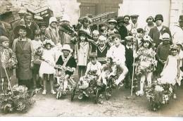 """Très Belle Carte  ^photo Non Identifié """"enfants Avec Des Bicyclettes Habillées De Fleurs- Défilé - Unclassified"""