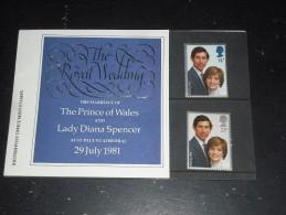 GRANDE BRETAGNE GREAT BRITAIN YT 1001 1002 - MARIAGE LADY DIANA PRINCE CHARLES - POCHETTE PHILATELIQUE - - 1952-.... (Elisabeth II.)