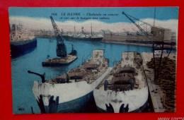 76 - LE HAVRE - Les Chalands En Ciment Armé GAVIAL Et TORTUE Dans Les Bassins Et Vue Sur Le Hangar Aux Cotons - Portuario