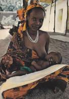 AFRIQUE,AFRICA,SENEGAL,maternité ,africaine,africaine Maternity,femme Allaitant,allaitement En Public, - Sénégal