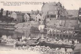 Sens. Travaux De Démolition Des Piles Du Pont De Pierre. Pendant Le Chômage (23 Août 1911) - Sens