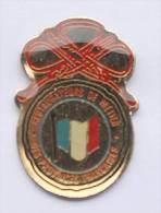 Pin's RESTAURATEURS DE METIER Des  Provinces Françaises - Drapeau Tricolore - D514 - Alimentation