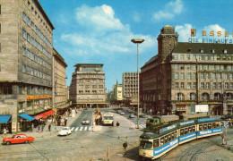 Essen Kettwigger Tor, Présence De Véhicules Années 1970 Et Tramway Avec Publicité Miele - Essen