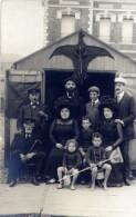Carte Photo Famille Devant Abri Plage Cerf-volant Années 1900-10 à Situer - Places
