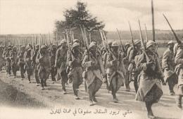 CPA Sous-titrée En Arabe - Marne - Troupes Sénégalaises - La Colonne En Marche - Guerra 1914-18