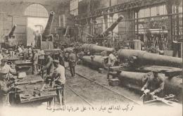 CPA Sous-titrée En Arabe - Montage Des Affûts De Circonstance Des Canons De 190 - Guerra 1914-18