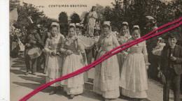 CP 29   -  QUIMPER  -  Les Environs - Jeunes Filles En Blanc Portent La Statue De La Sainte-Vierge - Quimper