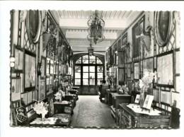 CP - MOUTHIER (25) HOTEL LE MANOIR Le Hall Avec Galerie Des Parchemins Et Meubles Anciens - France