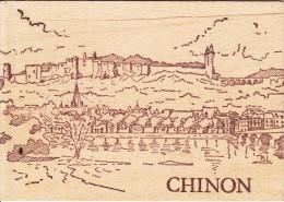 37- CHINON Vue Générale Carte Postale En Bois - Chinon